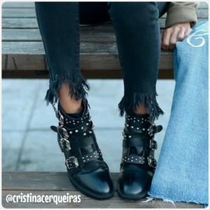 cristina cerqueiras con botines negros de tachuelas de tvist moda