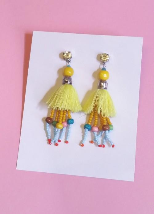 pendientes largos borlas amarillas