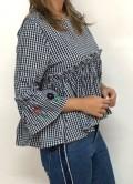blusa vichy azul marino con bordados