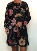 vestido vaporoso negro estampado de flores
