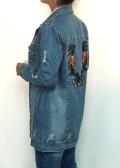 chaqueta denim bordada con tachuelas