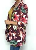 blazer manga remangada en color granate con estampado floral