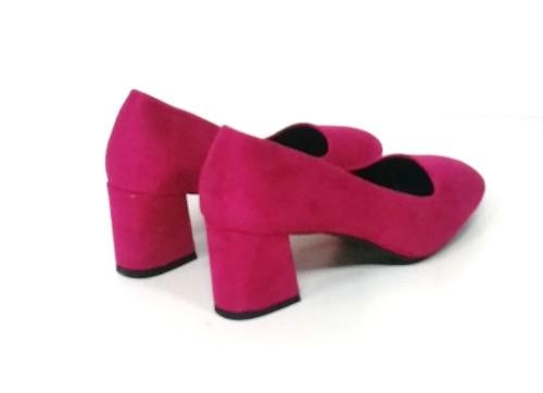 zapato fucsia de tacón ancho
