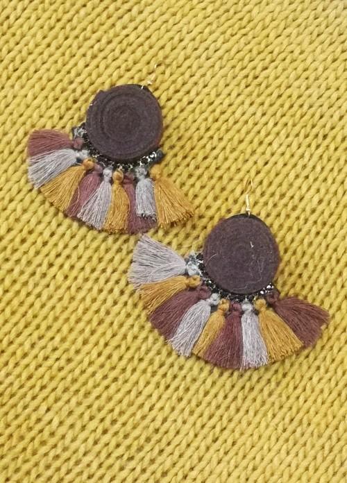 pendientes de fieltro con borlas marrones