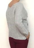 jersey de punto en color gris con escote en pico
