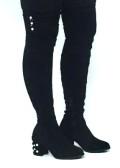 botas xxl de antelina en color negro con perlas decorando