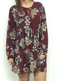 vestido color granate con estampado de flores